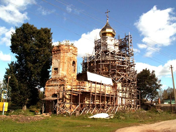 Храм Дмитрия Солунского Отрадное (Голяжье)