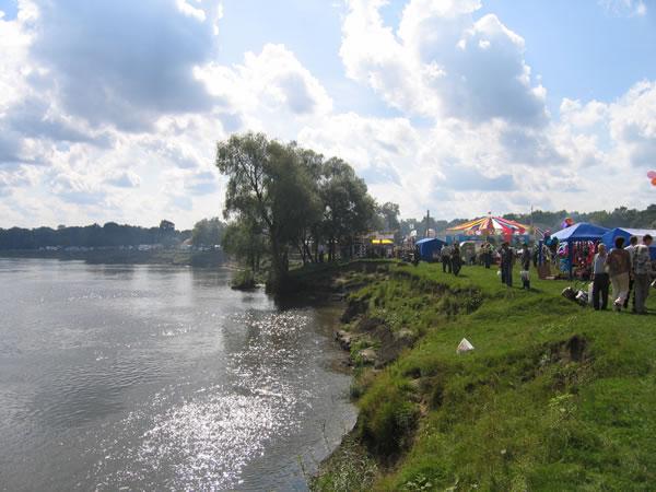 Свенская ярмарка 2006: общий вид со стороны спуска к Андреевскому лугу