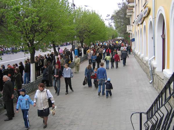Проспект Ленина: брянский Парад поколений